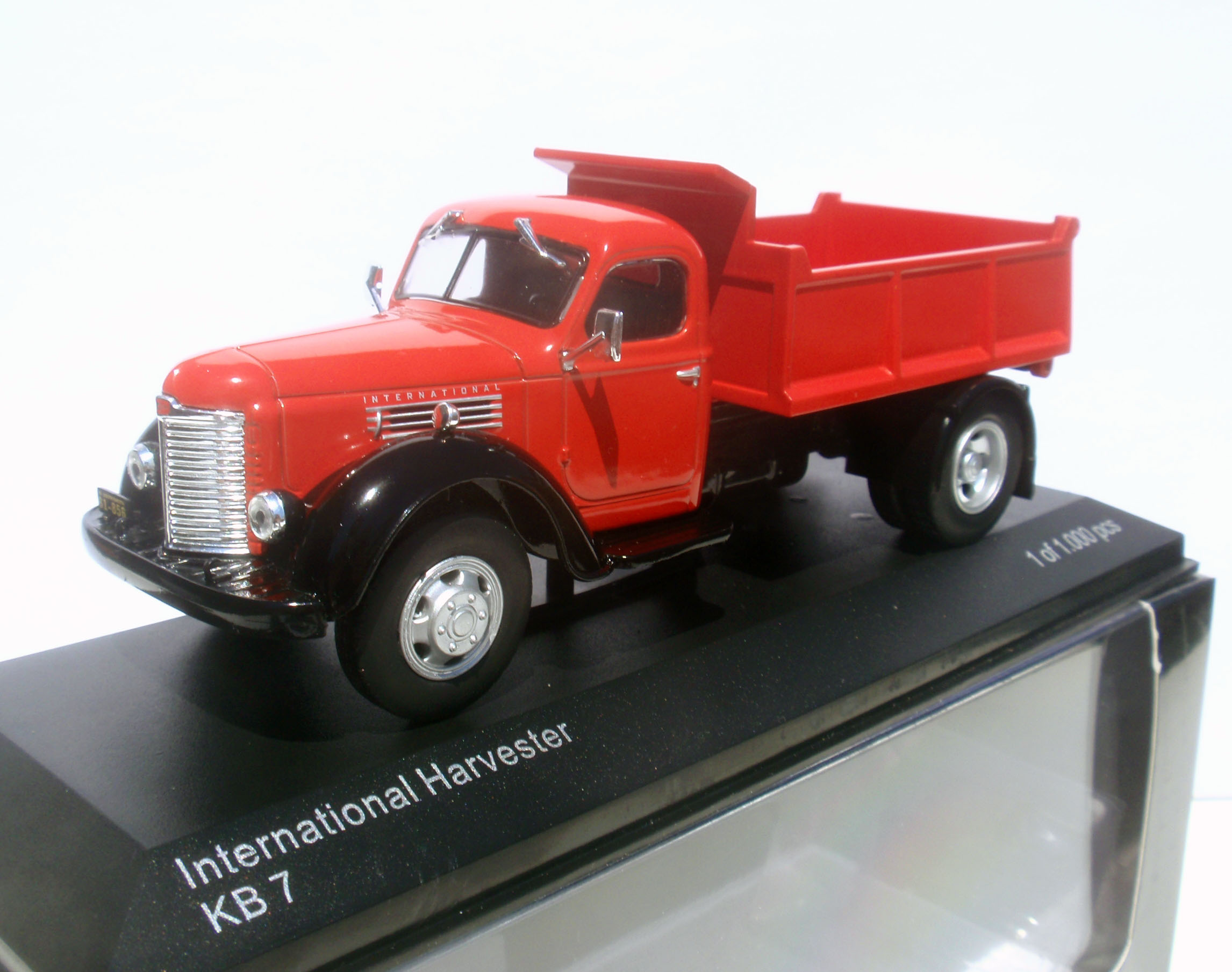 InternationalHarvesterKB7Whiteboxfront.jpg